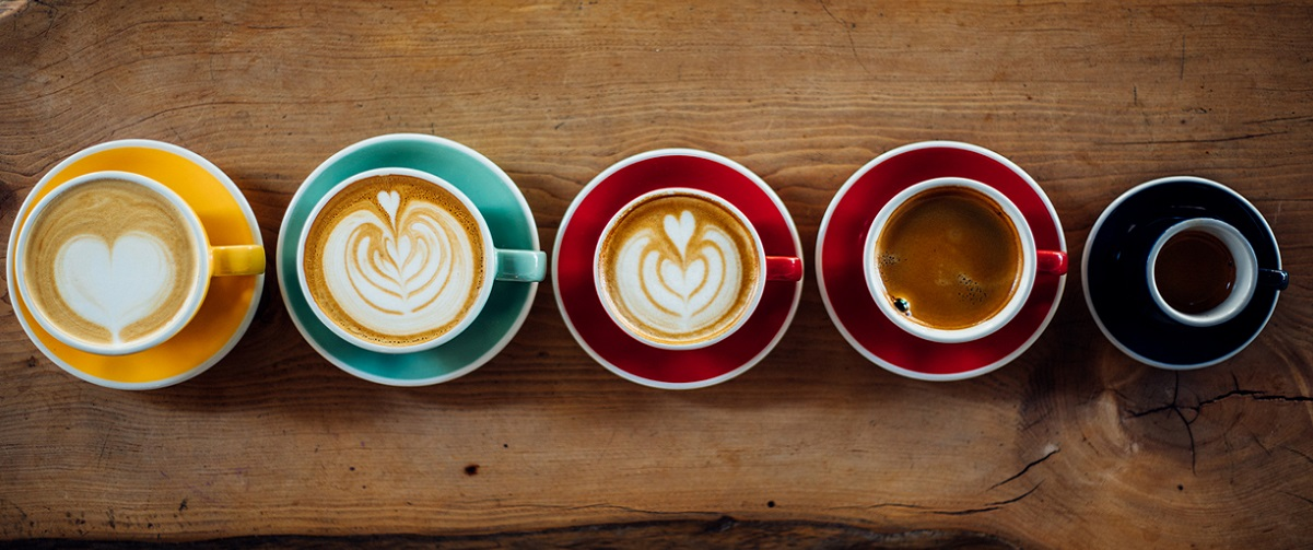 コーヒーカップの列
